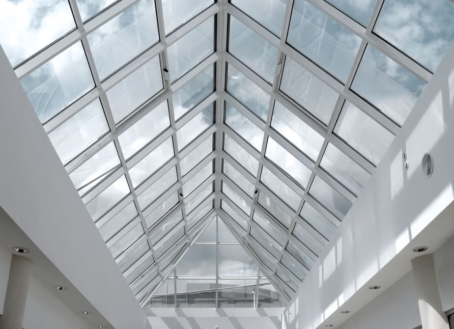 الاسقف الزجاجية